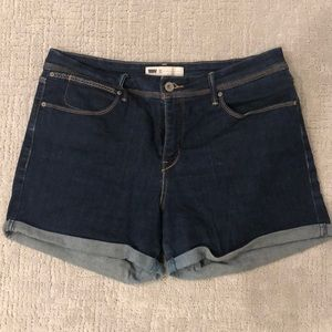 Levi's stretchy jean shorts size 31 high rise